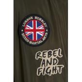 Naszywka z flagą wielkiej brytanii i nadrukiem na kurtce bomberce KSW london zielonej