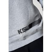 Czarny nadruk na plecach przy ściągaczu szarej bluzy KSW CLASSIC