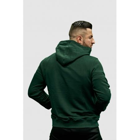 Tył bluzy męskiej z kapturem KSW Basic zielonej nierozpinanej z haftowanym logo